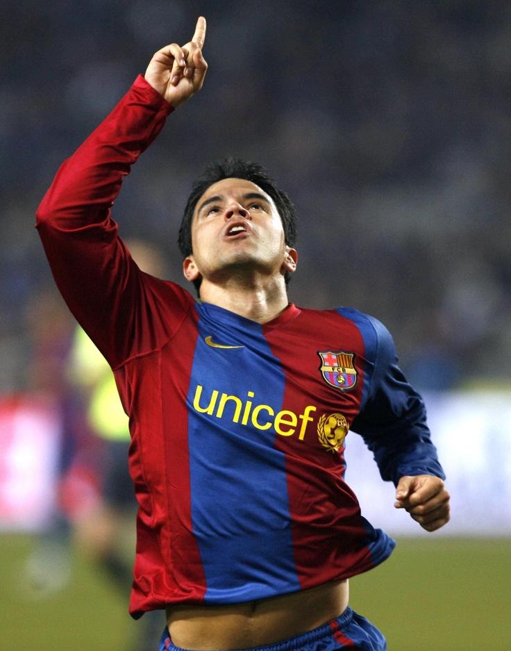 Javier Saviola dedicándole un gol como 'barçargentino' a Roberto ('Cacho'), su papá.