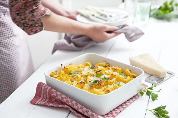 Macaroni met kaas - Dit geweldige recept biedt je alle smaak van de klassieke versie maar vervangt de zware en vettige saus door eentje op basis van pompoen, magere melk en Griekse yoghurt.