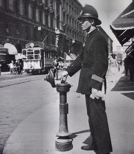 Italian Vintage Photographs ~ #Italy #Italian #vintage #photographs ~ Un Ghisa che manovra un semaforo a comando manuale, via Dante, anni '30 circa