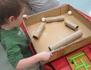 Een leuk behendigheidsspelletje met gerecycleerd materiaal. Zoals je op de foto kan zien kan je dit spelletje op verschillende manieren maken. De moeilijkheidsgraad kan ook aangepast worden aan de leerlingen.