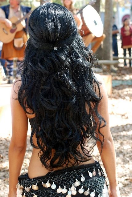 10 Party Hairstyles For Long Hair I just love everything about her hair! Jealous... Lol