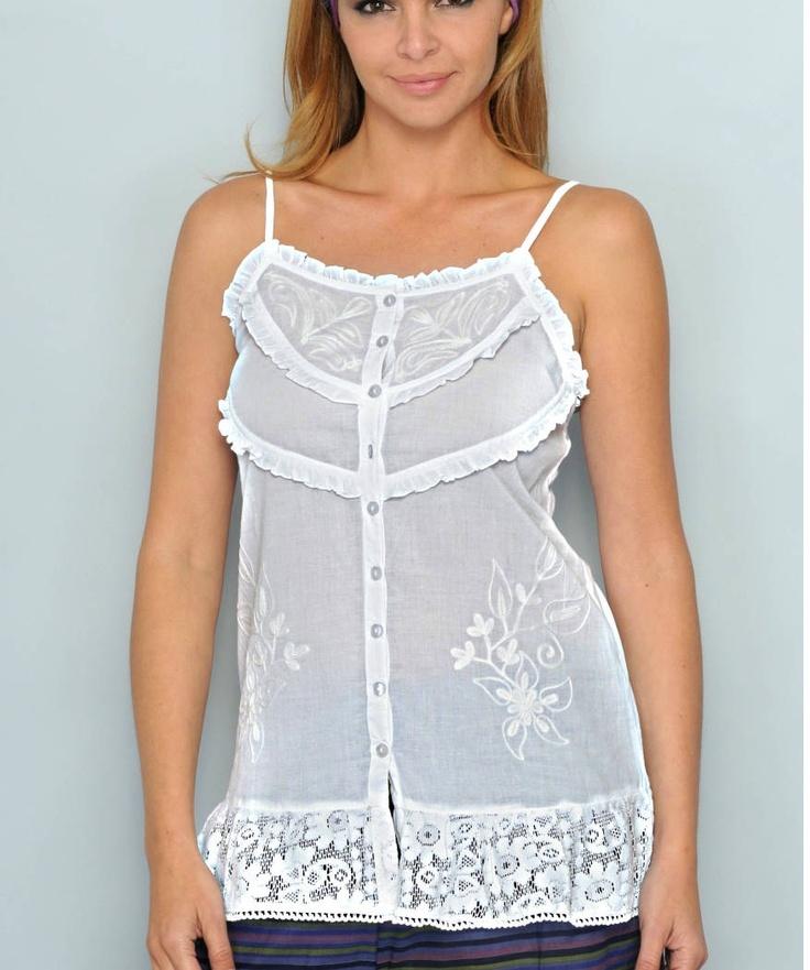 Camicia 100% cotone con ricami, moda spagnola , un articolo che non può amncare al guardaroba. lo trovi su www.lollostore.com sezione speciale donna