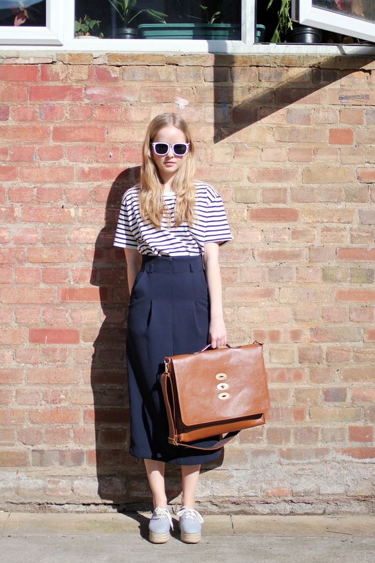 : Girls, Back To Schools, Fashion Styles, Style Streetfashion, Teacher Style, Sisters Missionaries, Midi Pencil Skirts, Leather Bags, Navy Blue Skirts