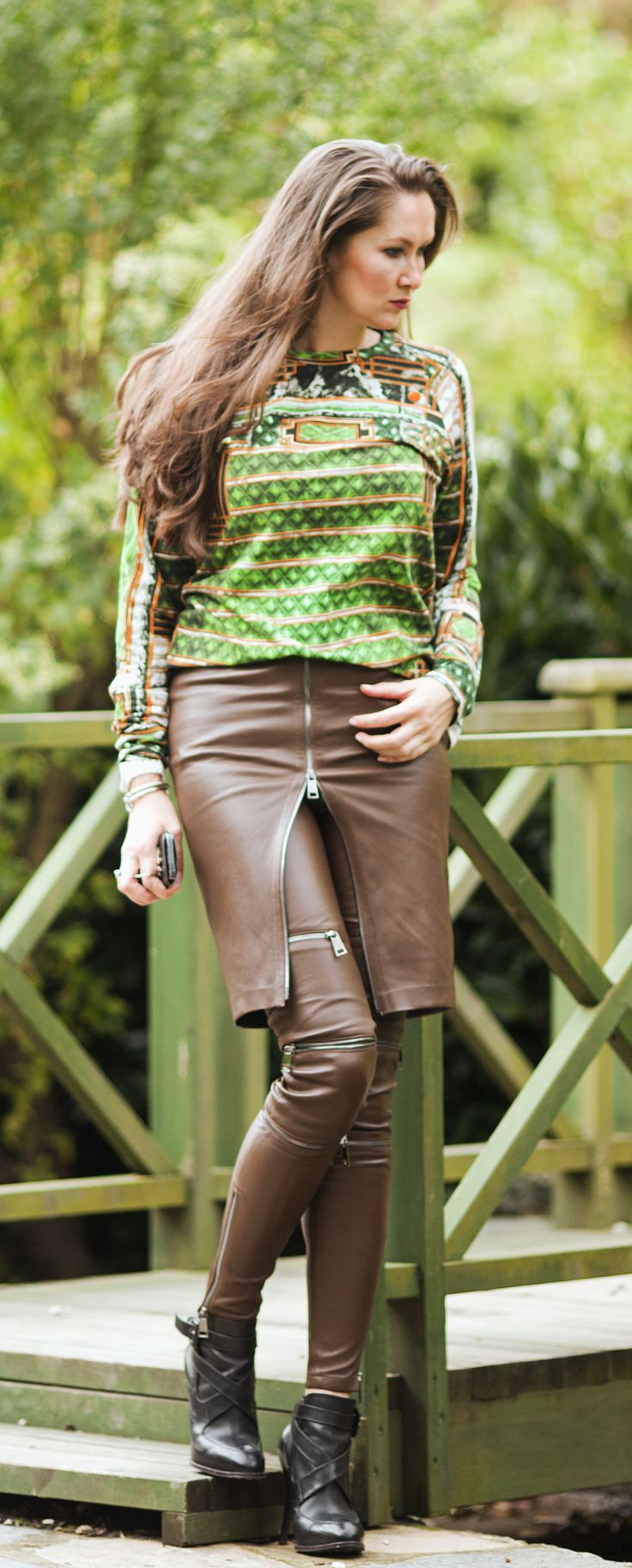 Stretch leather trousers and skirt by ADAMOFUR #leather #leatherstyle #inspiration #fashion #fallstyle