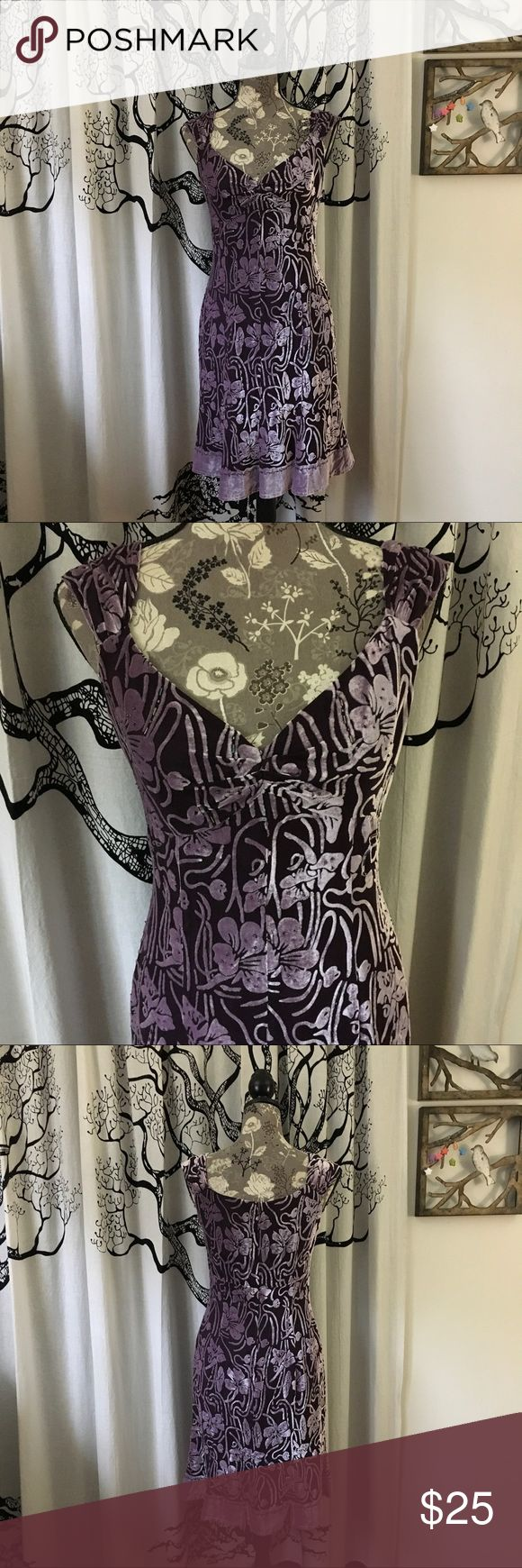"Muse Iridescent Velvet Beaded Floral Dress SZ 6 Stunning floral velvet dress by Muse (Nordstrom) in iridescent lavender and dark purple. Beaded throughout. Full zip in the back. Ruffle hem. Fully lined. Gently loved, excellent condition with no flaws. Beading intact. True to size in my opinion. Please check measurements against your own for accurate sizing. Add 1""-2"" to bust measurement given to account for darts.    **Be sure to check out the additional photos for measurements and fabric…"