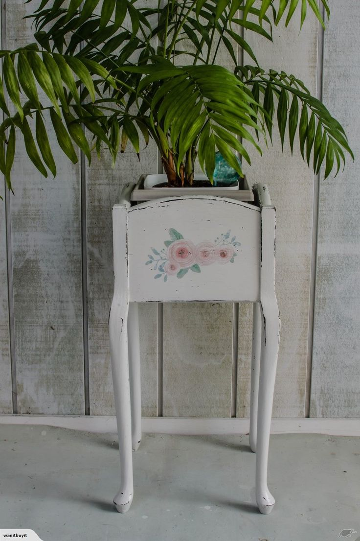 PLANT STAND - SMALL VINTAGE - CUTE | Trade Me