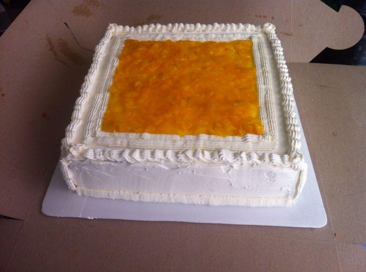 Torta de tres leches con guanábana y durazno