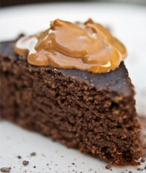 Skinny Slow Cooker Chocolate Peanut Butter Cake - desserts in the slow cooker? Yes, please! #cleaneating #skinnyslowcooker