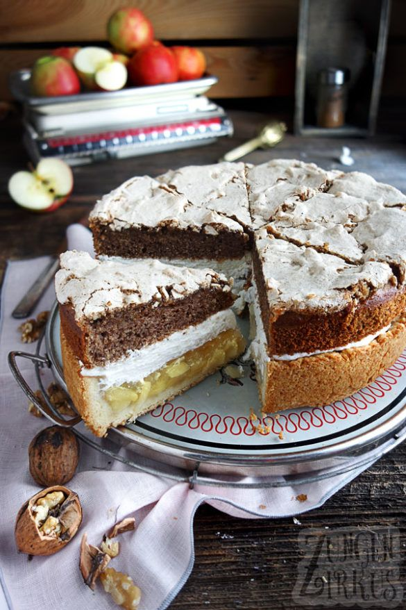 Apple pie with cinnamon and walnut meringue