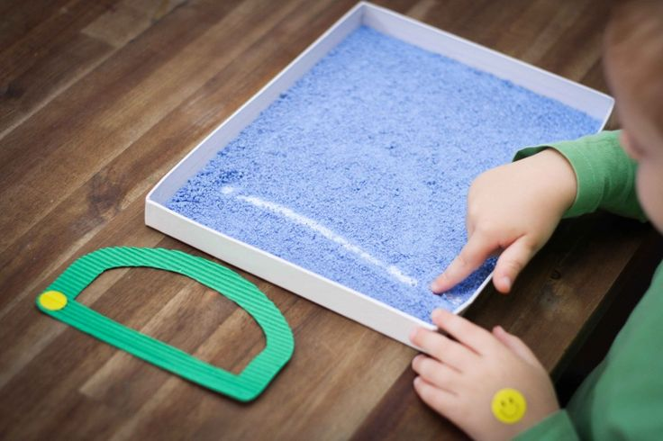 Preschool Letter of the Week D writing practice in salt tray (gift box lid). To make colored salt, just add some poster paint to it, mix well and let dry overnight. Great activity for kinaesthetic learners!