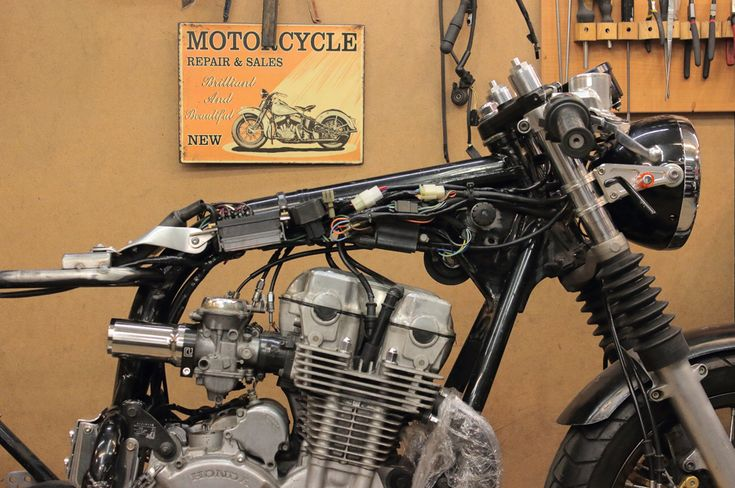 Seven Fifty cafe-racer. Tank mount, electrical components, wiring, etc . Part 2. – Gazzz garage