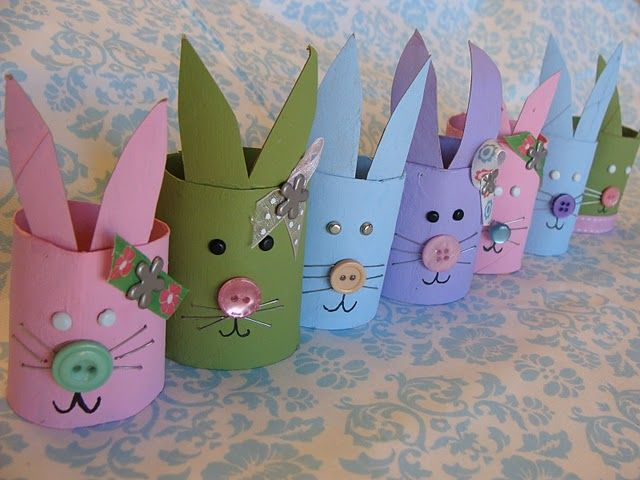Bunnies from toilet paper rolls. Great Easter Bunny craft for even smaller kids. You can use things that you probably already have in your craft box.