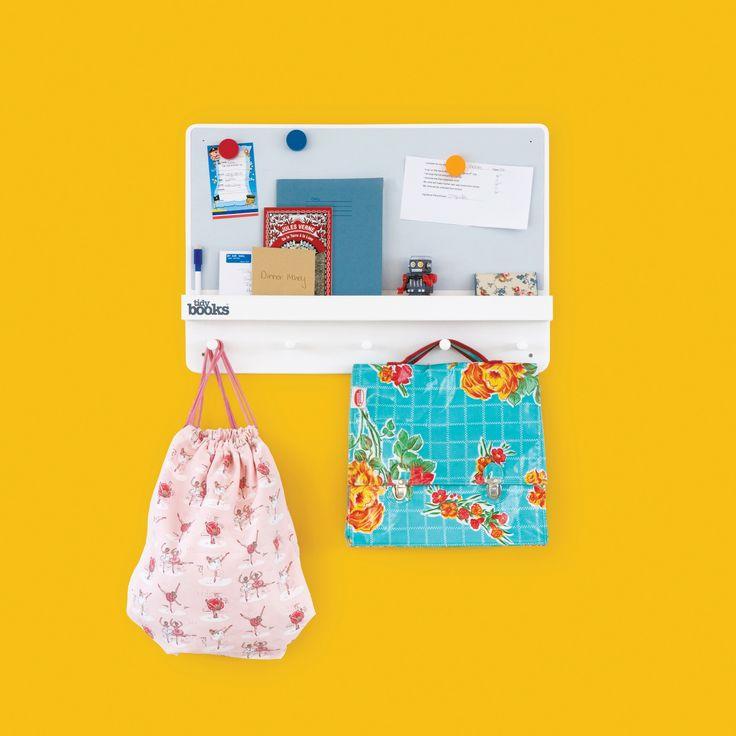 Lavagnetta Magnetica con Mensola Appendiabiti | ForgetMeNot Family Organiser   #organizer #camerette #bambini #tidybooks- http://www.tidy-books.it/catalog/product/view/id/31/s/family-organizer/category/96/?colour=Bianco