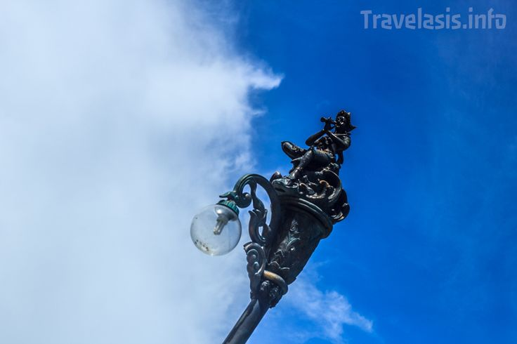 Фонарь в национальном парке Khao Laem Ya, Самет, Таиланд
