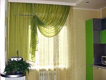 фото яркие шторы для кухни