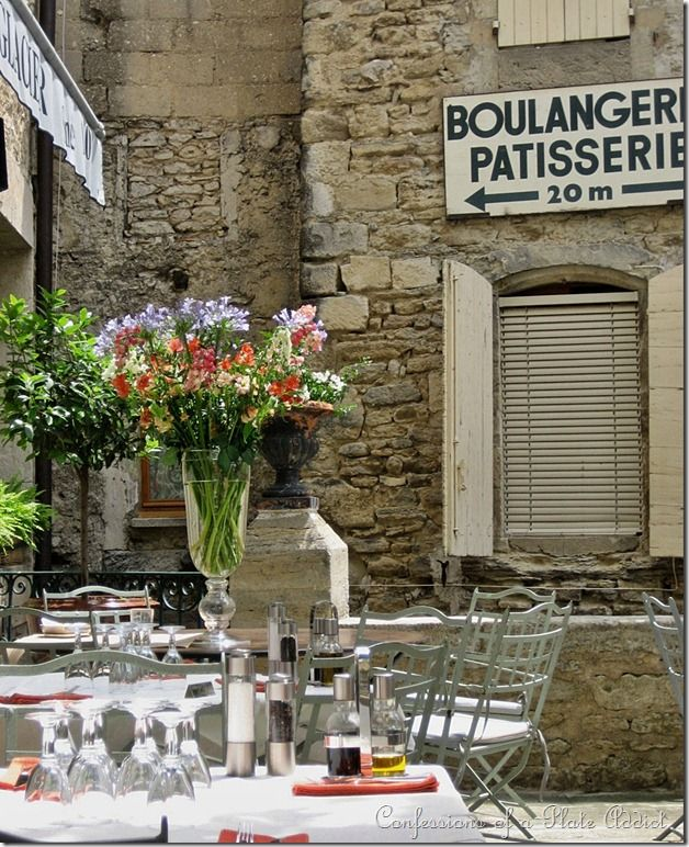outdoor cafe in Provence: Beautiful Flower, Cafes Provence, Provenceflow Fields, Paris France, Flower Arrangements, Europe Outdoor Dining, Flower Fields, Outdoor Cafes, Provence France