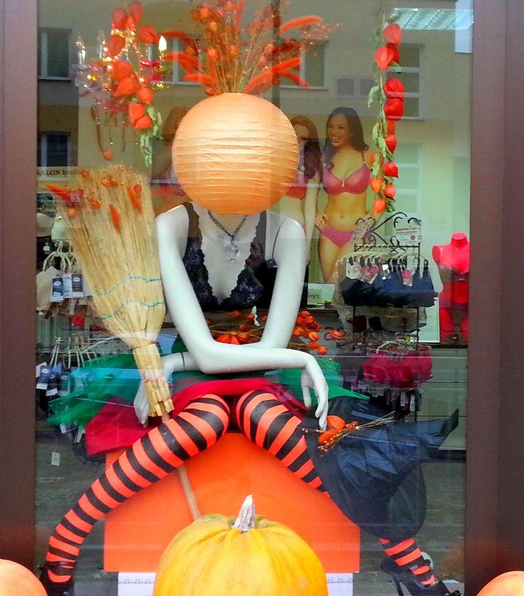 Halloween 2016  #visualmerchandising #displaywindowsbyme #ilovemyjob #dopasujstanik #biłgoraj #noszebiiustonoszebrafitting