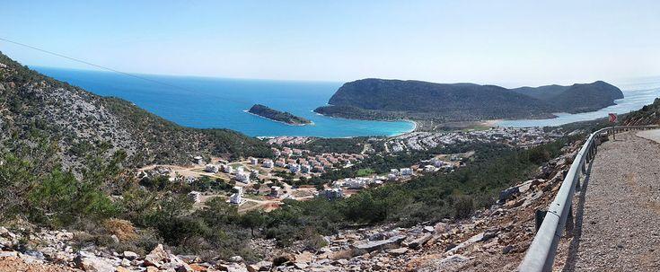 Tisan Koyu, Mersin ilinin Silifke ilçesinin Yeşilovacık mahallesinde bulunan bir koy. Günümüzde yazlık olarak kullanılan Tisan bölgesi aynı zamanda tanrıça Afrodit'e adanan antik Afrodisias yerleşiminin de bulunduğu tarihî bir bölgedir. #Maximiles #Turkey #Türkiye #deniz #plaj #denizmanzarası #gezilecekyerler #gidilecekyerler #koylar #plajlar #doğa #doğamanzarası #doğamanzaraları