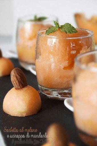 Sorbetto al melone - http://blog.giallozafferano.it/laziatata/sorbetto-al-melone-e-sciroppo-alle-mandorle-ricetta-homemade/