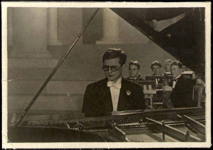 "boz-pot: "" Dmitri Shostakovich playing Piano Concerto No.1, 1940. (From DSCH Shostakovich Journal) """