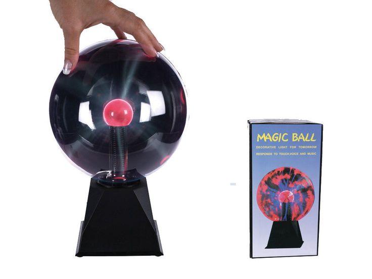 Plasma Ball. Plasma Ball Een magische bal, deze plasma ball. Het met speciaal gas gevulde gedeelte maakt met behulp van energie velden gave bliksem stralen naar het oppervlakte dat door bijvoorbeeld je vingers wordt aangeraakt. Beweeg je vingers over de ball en zie het gave effect dat zich verplaatst naar de plek waar je vingers zich bevinden. Er vindt reactie plaats bij aanraking en geluid. De ball heeft ook een automatische stand, waarbij hij bij aanraking en geluid meteen geactiveerd…