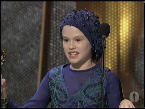 "Anna Paquin winning Best Supporting Actress for ""The Piano"" (Momentos para recordar de la historia de los Oscar)"