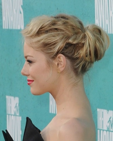 another emma stone. again with the side twists! sort of cute. is this whole thing too Clueless-era?
