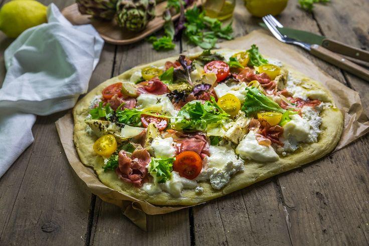 Pizza artichauts jambon de parme et ricotta