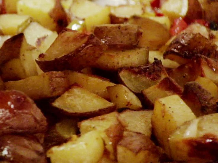 Best Breakfast Potatoes EverBreakfast Brunches, Ree Drummond, Food Network, Side Dishes, Pioneer Woman Recipe Potatoes, The Pioneer Woman, Bell Peppers, Breakfast Potatoes, Oven Roasted Potatoes