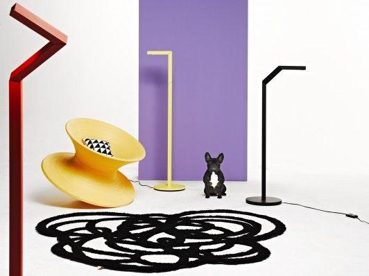 Sept 2012 Play It  Een huis is om in te wonen, een interieur is om mee te spelen! De nieuwste collecties meubelen, textiel, verlichting en accessoires verrassen met een perfecte mix van functionaliteit, humor, creativiteit en duurzaamheid. Bij woonmodetrend Play It! stoeien we met de nieuwste kleuren, vormen en materialen. Een strak lijnenspel is daarbij belangrijk, net als geometrische en facetvormen. Naast de zwart-witte basis is er een scala aan 'nieuwe' kleuren om mee aan de slag te…