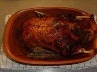 Das perfekte Geflügel: Ente im Römertopf-Rezept mit Bild und einfacher Schritt-für-Schritt-Anleitung: Die Ente innen und aussen kräftig mit den…
