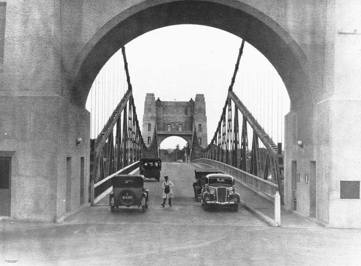 Pictures of Australian Localities from 1936  Collecting tolls on the indooroopilly bridge