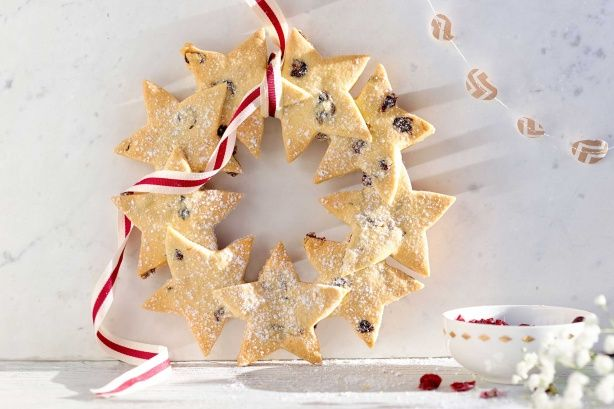 This impressive wreath doesn't just look the part, it's also very tasty.