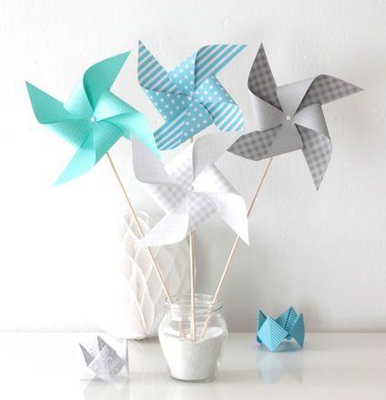 Ces moulins à vent, dans les tons bleus, gris et verts, conviendront pour toutes les occasions (mariage, baptême, baby shower, anniversaire...) ainsi que pour la décoration d'un - 19098261