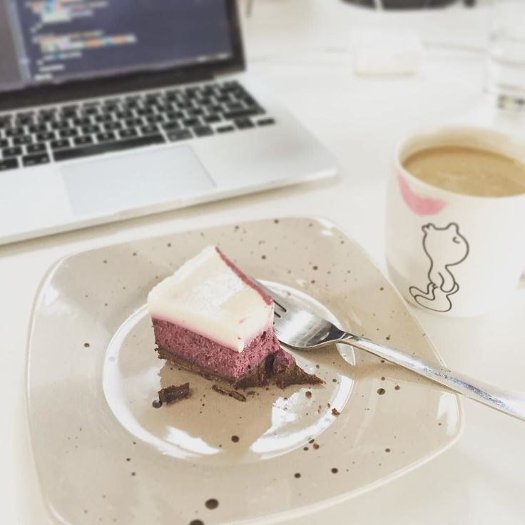 Fajnová snídaně v práci  #office #breakfast #cake #coffee