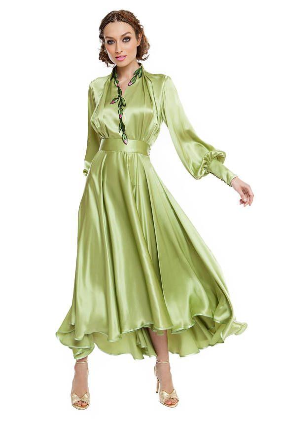 Details: Asymmetrische 3/4-satin-Kleid, Shirt-Design an der Spitze, breites am Ende der langen Ärmel, Handstickerei Applikationen auf der oberen, betonte Taille, breit und an der Unterseite, flauschige versteckten Reißverschluss. Optional: Es kann in verschiedenen Farben hergestellt