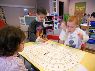 Vervolgweek: thema verkeer      Juf Agna heeft maandagvoormiddag een bezoek gebracht aan onze klas. Ze speelde leuke spelletjes met ons.    ...