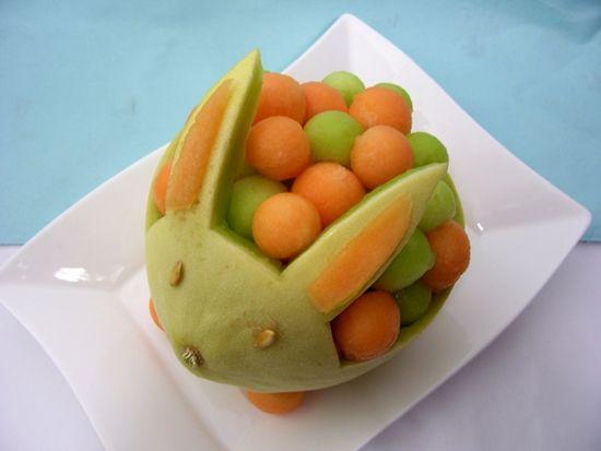 Tutorial para hacer un conejito de melón. Mukimono. | Ideas y material gratis para fiestas y celebraciones Oh My Fiesta!
