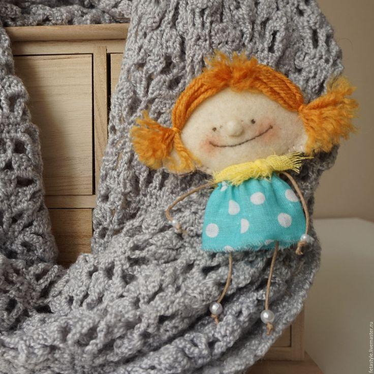 Купить или заказать Рыжая.  Кукла текстильная в интернет-магазине на Ярмарке Мастеров. РЕЗЕРВ. Рыжая Кукла текстильная малышка Кукла в ладошку Смешная кукла Жизнерадостная рыжая девчонка, всегда в хорошем настроении, 'рот до ушей, хоть завязочки пришей' ))) с удовольствием поделится с вами своим солнечным настроением, радостью и счастьем Маленькая Кукла Рыжая текстильная, сшита из бязи, одежда из хлопка, волосы - пряжа, Одежда не снимается Стоит с опорой Помещается в ладошке На…