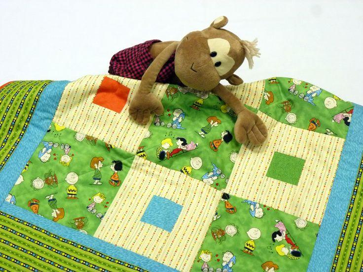 """Одеяло """"Забавная полянка"""" 120х86 см. 100% хлопок. Забавные человечки играют и веселяться на зеленой полянке. Одеялко будет радовать вашего ребенка. Отличный подарок!"""