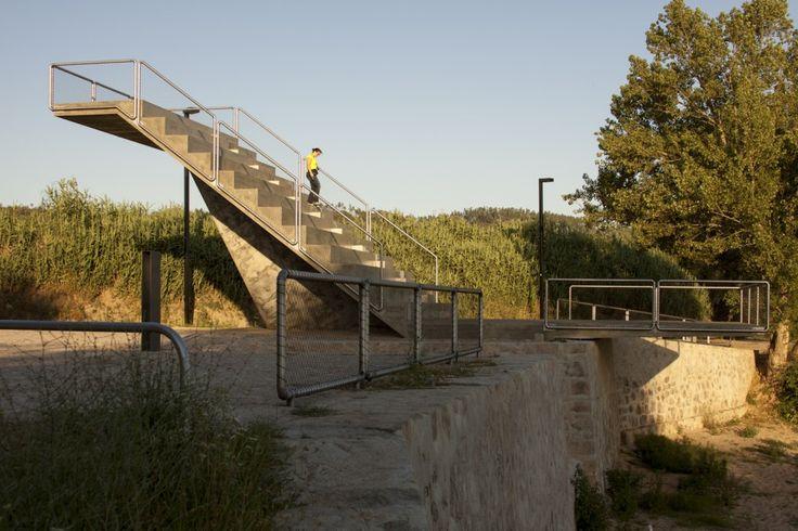 Rio de Moinhos Open Air Theatre by ateliermob Photograph platform[az] #architecture #arquitectura #openairtheater #abrantes #portugal