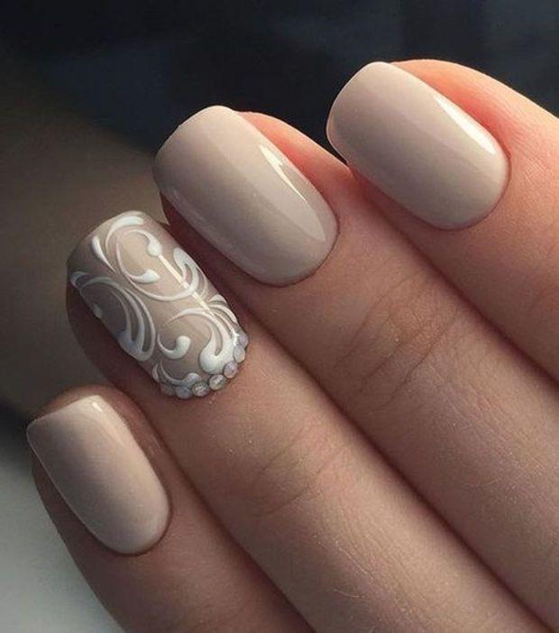 Le nude s'invite aussi sur vos ongle optez pour une jolie manucure discrète