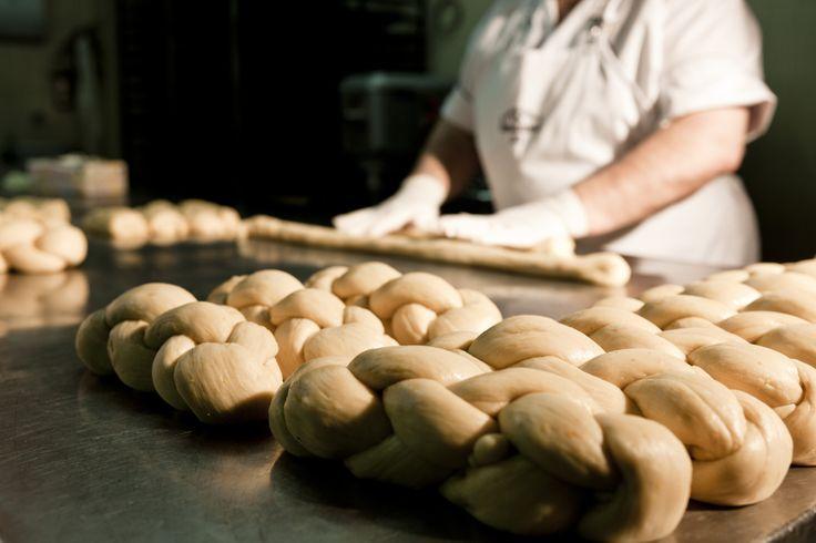 tsoureki Afoi Asimakopouloi patisserie / bakery Athens , Exarcheia http://asimakopouloi.com/