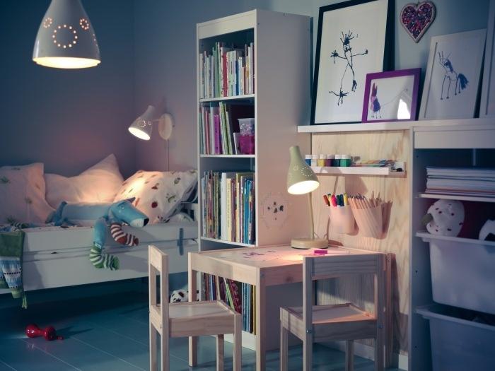 Ideal Sind Niedrige Ablageflächen Und Behälter Am Maltisch. Foto: Inter  IKEA Systems B.V.