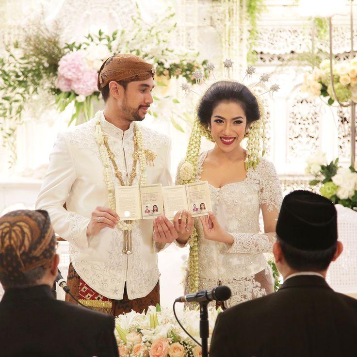 Pernikahan Jawa dengan nuansa putih - www.thebridedept.com