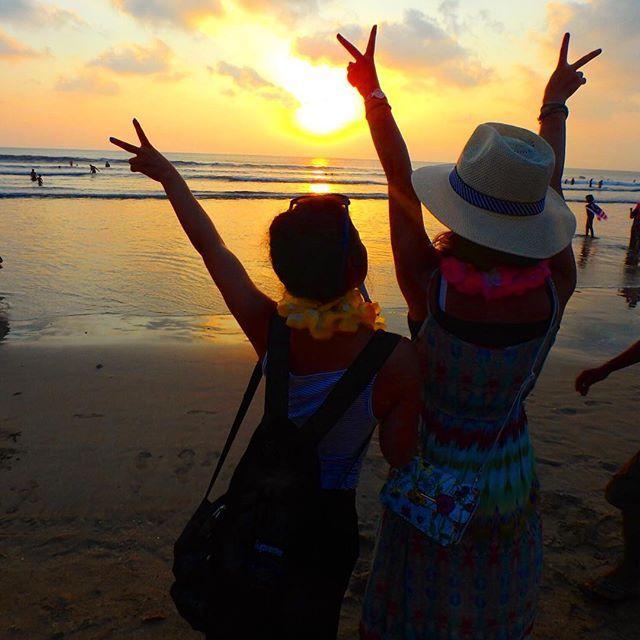 【tripus_m】さんのInstagramをピンしています。 《. クタビーチではしゃいでたら、知らない外国人が、写真たくさん撮ってくれた😂📸いいかんじ😘ありがとう💠 . #indonesia#bali#baliisland#kuta#kutabeach#sunsets#photogenic#genic_mag#beautifulsky#trip#travel#beach#インドネシア#バリ島#バリ#サンセット#夕焼け#黄昏時#海外旅行#旅行#観光#空#ハイビスカス#リゾート#南国#海#ビーチ》