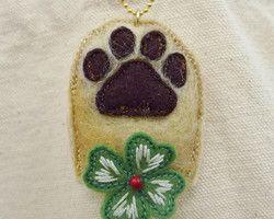 """dog paw pad and clover"" embroidered lucky charm Ⓒ HAPPa-Ya Nagako Ono  URL: http://happa-ya.net #clover #felting #dog #paw pad"