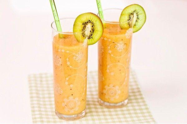 Pirteä hedelmäsmoothie