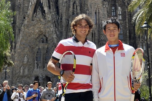 Para darle auge al Torneo Conde de Godó en Barcelona, el español Rafael Nadal y el japonés Kei Nishikori dieron un partido de exhibición. #rafaelnadal #KeiNishikori