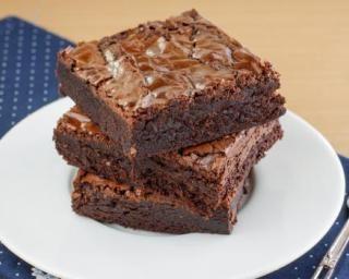 Brownies au chocolat allégés aux blancs d'oeufs : http://www.fourchette-et-bikini.fr/recettes/recettes-minceur/brownies-au-chocolat-alleges-aux-blancs-doeufs.html
